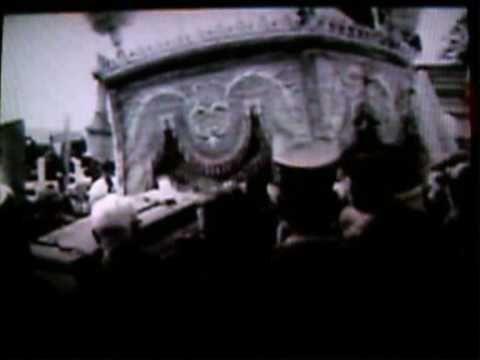 images d'archives - exhumation des reliques de la Bienheureuse Thérèse de l'Enfant Jésus en vue de sa canonisation