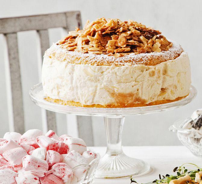 Gluteeniton raparperikakku ja krokanttimurut. Gluten-free rhubarb cake with almond brittle. Client: Glorian Ruoka & Viini magazine 03/2013. Food & Style Kati Pohja, Photo Arto Vuohelainen