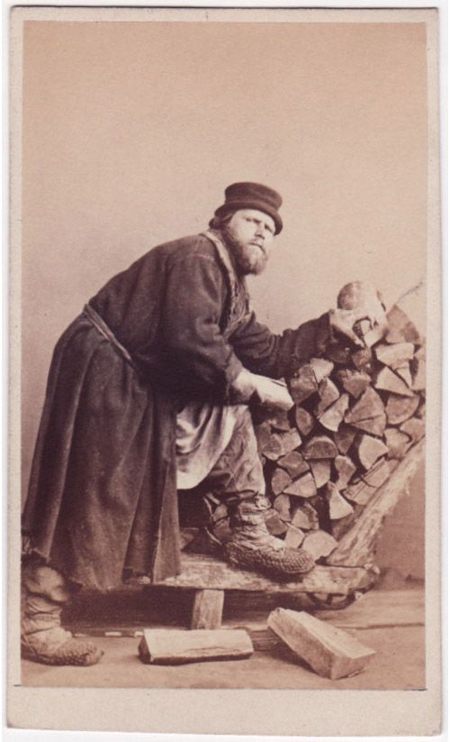 Торговец дровами? (wood merchant?)