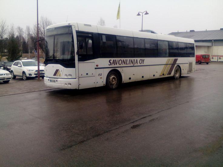 Kaikki palvelut kunnantalon ympärillä. Bussi vie, taksi tuo.