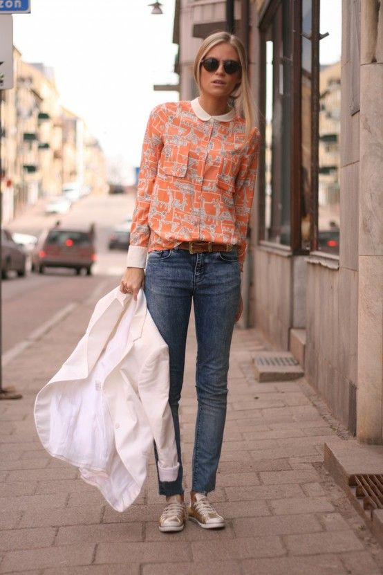 gold sneaks: Blouses, White Blazers, Shirts, Peter Pan Collars, Street Style, Outfit, Jeans, Casual Looks, Sneakers