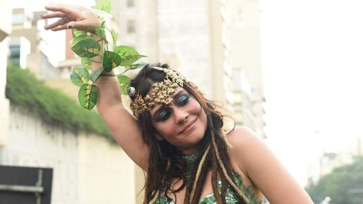 Carnaval 2017: Cinco (lindas) provas de que Alessandra Negrini é a diva do Carnaval de SP - CarnaUOL