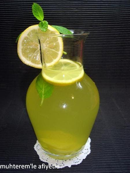 Sıcak yaz günleri başladı.  En serin ve ferahlatan içecekler gözdemiz oldu.  Limonata tabi ki en favori içeceğimiz.  Bu tarifte de limonata ...