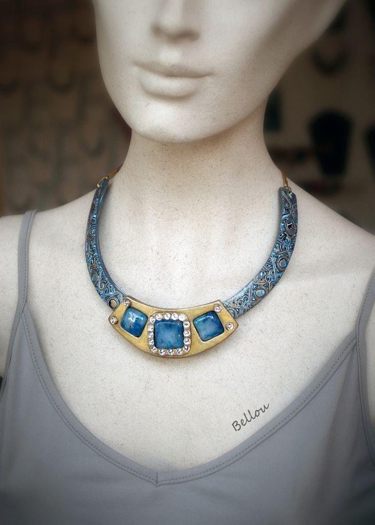 Collier habillé pierres bleues et strass