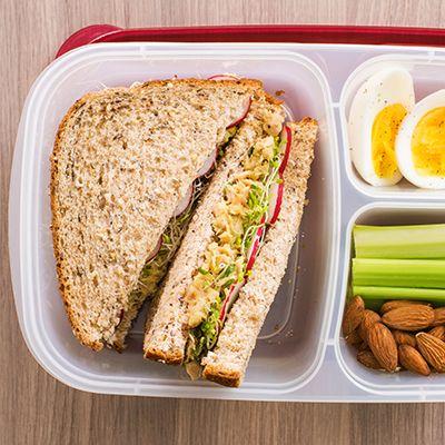 Sandwich à la salade de thon et avocat