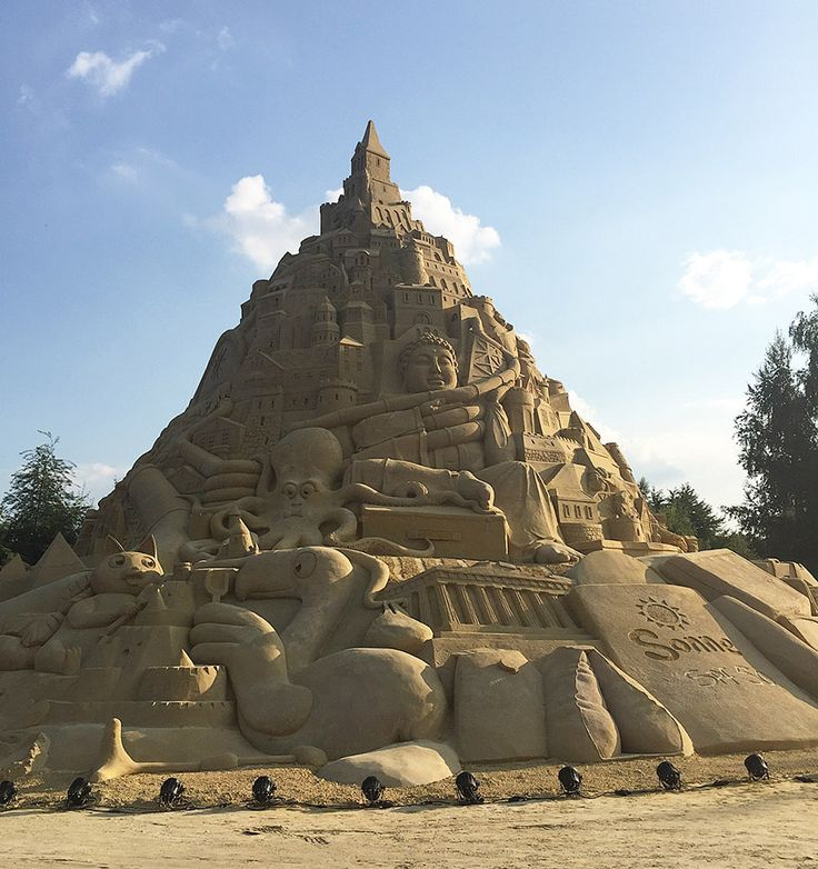 Best Landscape Pixsand Sculptures Images On Pinterest - This towering sand sculpture just broke the world record for the tallest ever sandcastle