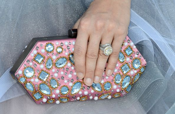 Wish Carrie Underwood's nails were done but love the clutch #billboard awards 2012