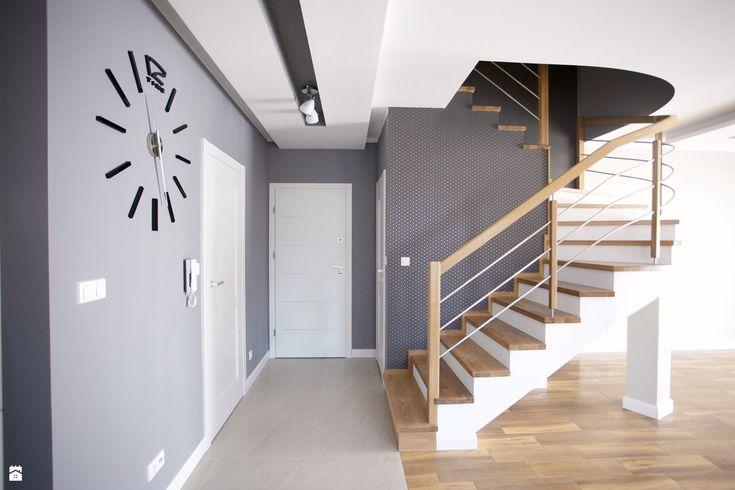 Wystrój wnętrz - Hol / przedpokój - pomysły na aranżacje. Projekty, które stanowią prawdziwe inspiracje dla każdego, dla kogo liczy się dobry design, oryginalny styl i nieprzeciętne rozwiązania w nowoczesnym projektowaniu i dekorowaniu wnętrz. Obejrzyj zdjęcia!
