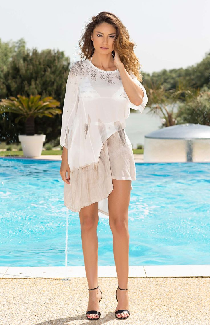 This Vanda kaftan in soft neutral tones is a must have for all boho queens. The loose fitting cut can be pulled in to accentuate your curves with the drawstring detailing and the translucent fabric means that you can still show off your fabulous bikini or swimsuit. Perfect from day to night as a cover up to take you from beach to bar.