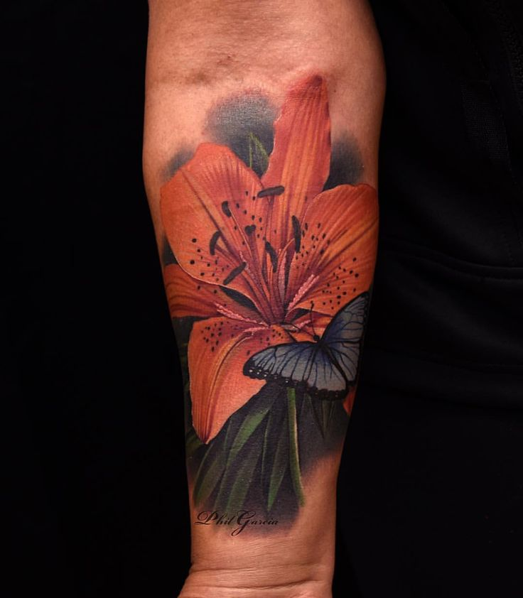 Tattooed this orange lily over a scar today, was fun to do, Thanks Robin!  @eternalink @inkmachines_christian @ohanaorganics @kwadron philgarciatattoos.com