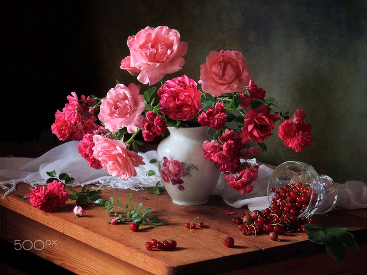Still life with roses and berries - null
