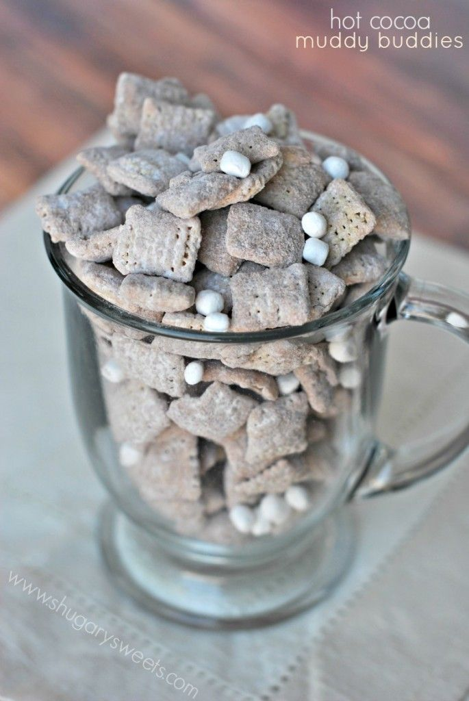 Hot Cocoa Muddy Buddies: delicious hot chocolate mix with marshmallows make a fun snack! Cute for winter! :)