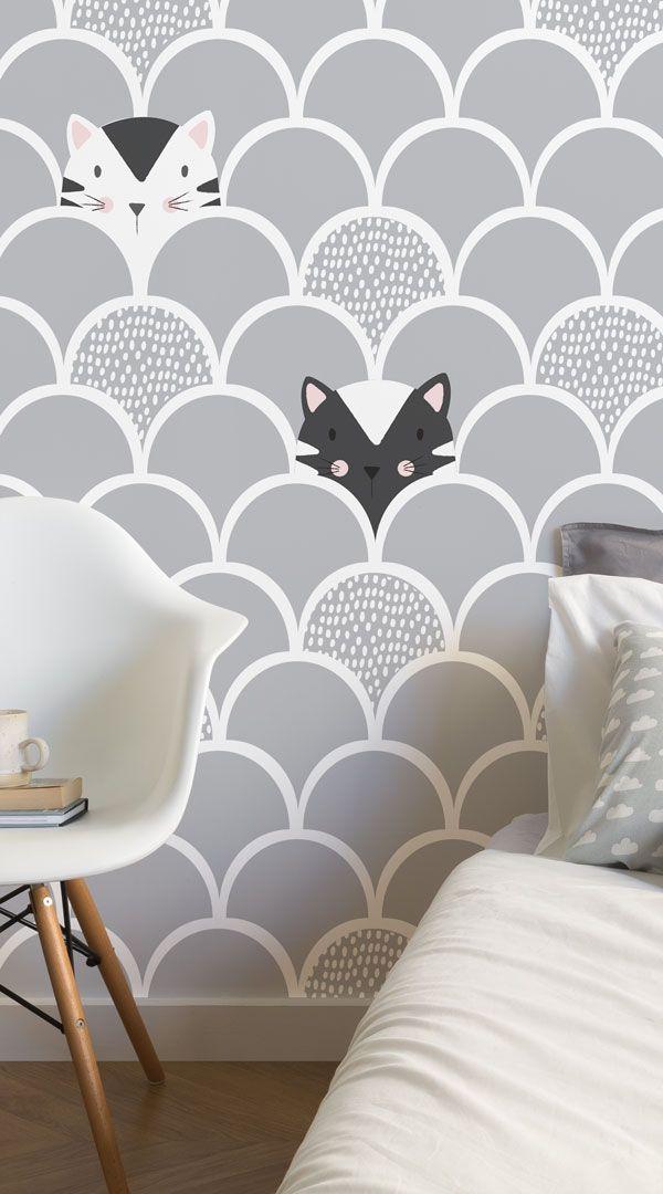Schalten Sie das Zimmer Ihres Kindes in einem spielerischen Raum mit Hilfe der Kinder Grau Pop Up Katzen Wallpaper Wandbild. Entwickelt von einem Team von Inhouse-Designern, ist dieses niedliche Wandbild hat spielerisch graue und weiße Kätzchen vor einem kühlen grauen Hintergrund. Diese Tapete Wandbild wird jedes Kind Raum mit einem stilvollen Flair verbessern. #TapetenWandbilder #wallmurals #Innenarchitektur #Dekor #accentwall #Inspiration #Kinder #Kinder-Schlafzimmer
