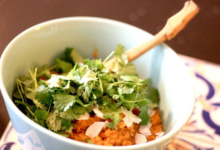 Green Curry http://umlimaomeiolimao.wordpress.com/2015/01/02/red-lentils-green-curry/