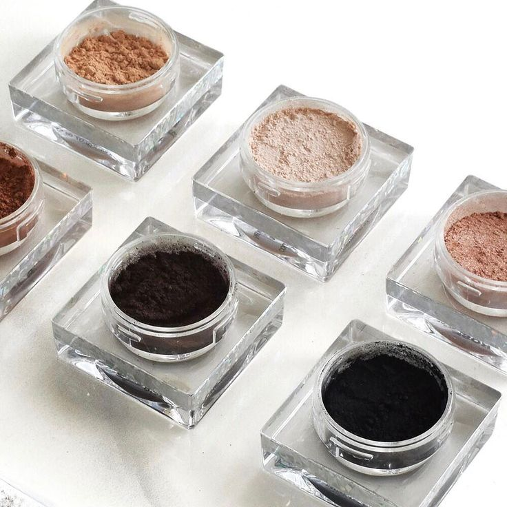 Babes get in on our Best-Sellers Eyeshadow Bundle for $112.83 (normally $225.65)! Including your favourite blend of neutrals & a floating crystal eyeshadow brush Shop Bundles at vani-t.com #playitup #vanit