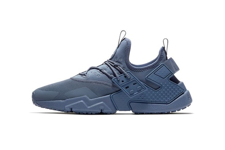 "Nike Coats the New Air Huarache Drift in ""Diffused Blue"""