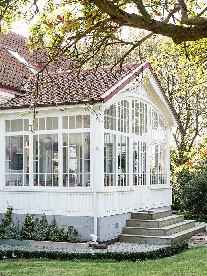 Summer style! Conservatory with gorgeous tiled roof! So pretty!