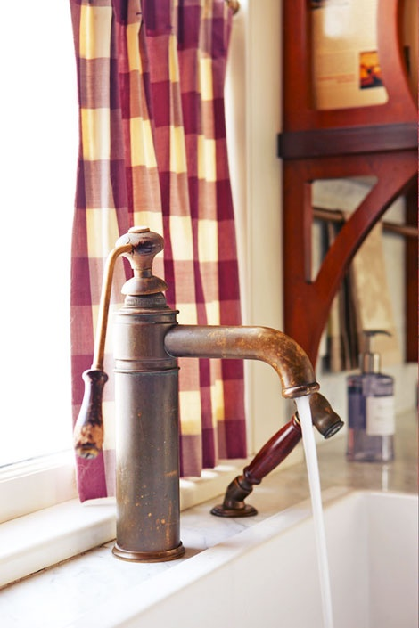 Herbeau Single Lever Bronze Faucet with Wooden Handle