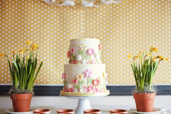 An edible flower garden...sweet.: Floral Cakes, Cakes Ideas, Pretty Cakes, Flower Cakes, Flowers Cakes, Parties Ideas, Gardens Parties, Parties Cakes, Birthday Cakes