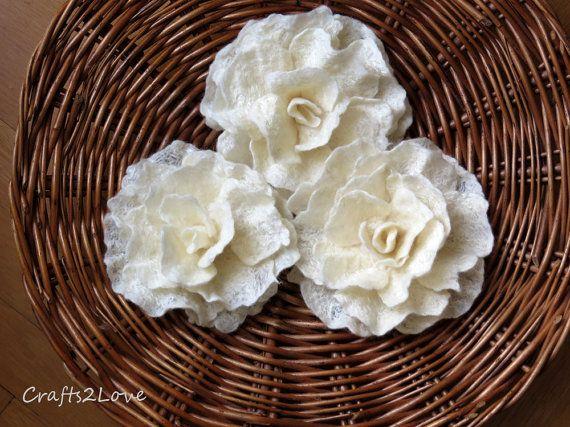 Felt flower brooch. Cream rose. Hand felted wool flower in natural cream. Flower brooch. Felt rose.