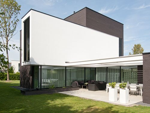 Louvredaken en terrasoverkappingen. Passend bij elke architectuurstijl, sfeer en smaak.