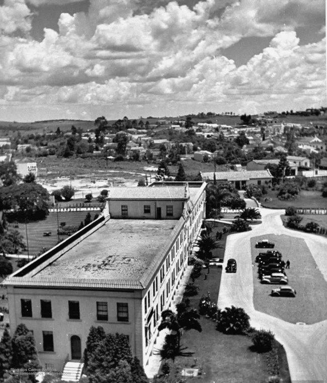 Em 1939 a fábrica da GM em São Caetano do Sul ainda era cercada por muito mato e poucas casas. Eu estou lendo 'A história do Opala', da Editora Alaúde, e ali pude admirar a riqueza do acervo da GM do Brasil