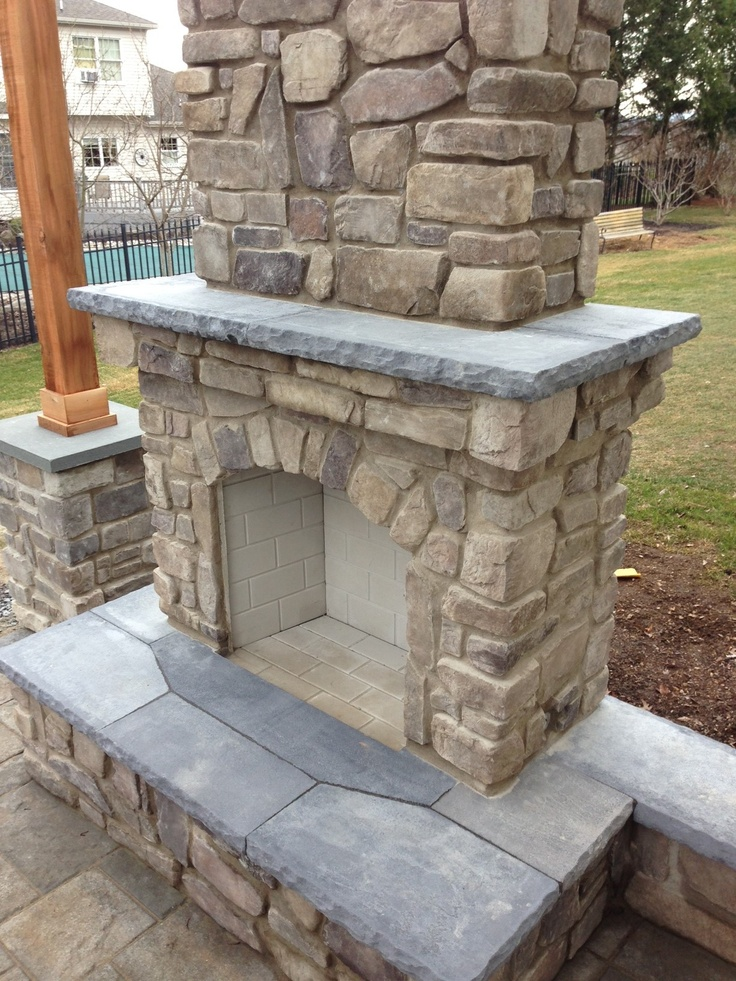 Gas Fireplace With Stone Veneer And Natural Stone Hearth And Mantle.