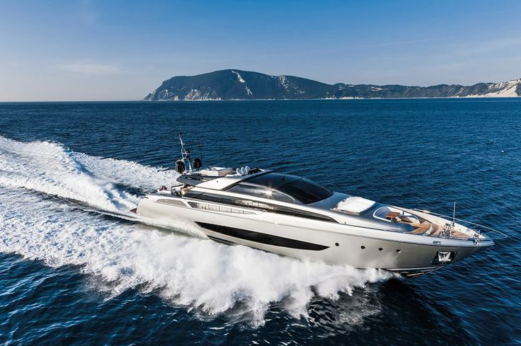 The 27th edition of the Miami Yacht & Brokerage Boat Show confirms Ferretti Group as a world leader in the design, construction and sale of luxury motor yachts, with a unique portfolio of prestigious and exclusive brands.