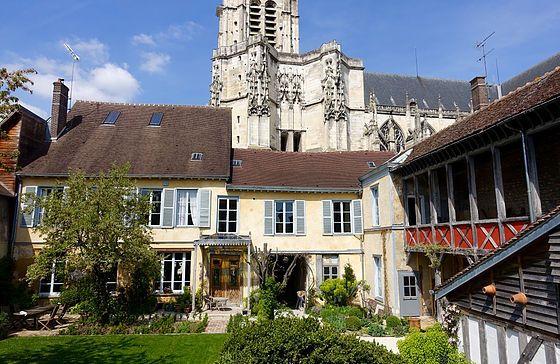 Jardin De La Cathedrale Chambre Hotes Hotel Charme Troyes Champagne - Chambre d hote de charme en champagne