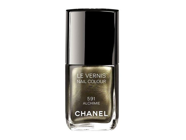 #Manicure: lo #smalto a specchio #nails #beautypenso sempre a viola Germani