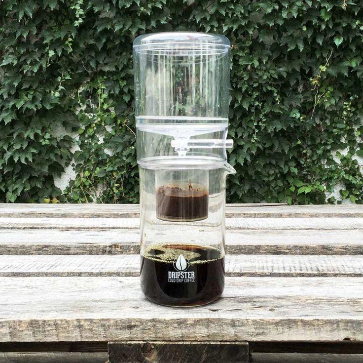 Kávovým fajnšmekrom asi kávovú metódu Cold Brew nemusíme predstavovať. Tí ostatní by si pod týmto pojmom mali predstaviť kávu ktorú nezalejete teplou, ale naopak, čo najstudenšou vodou. Že ste ešte Cold Brew neskúsili? Je najvyšší čas to napraviť. Je to totiž úplne iný level kávy..