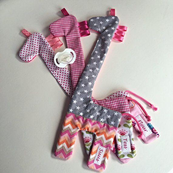 Baby cadeau met naam Speenkoord giraf met naam gepersonaliseerde speenknuffel giraffe speen baby accessoire babyshower giraffe