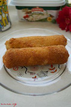 Muratbey sıra dışı tarifler yarışması için hazırlamıştım bu tarif çok da güzel oldu.Tadına bakıp tarif isteyenler tost ekmeğini duyunca şaşırdı..:)) Malzemeler: 6 adet büyük boy tost ekmeği 6 adet muratbey burgu peynir 1 adet çırpılmış yumurta (l) 4 yemek kaşığı galeta unu kızartmak için sıvıyağ Yapılışı: Tost ekmeklerinin kenar kısımlarını keskin bir bıçak yardımıyla …