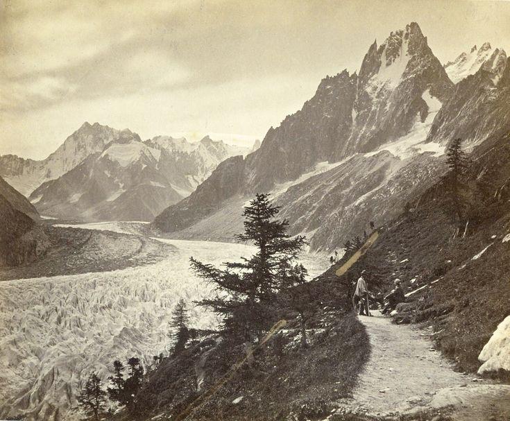 Le Glacier De Montanvert Et L Aiguille Des Grands Charmoz