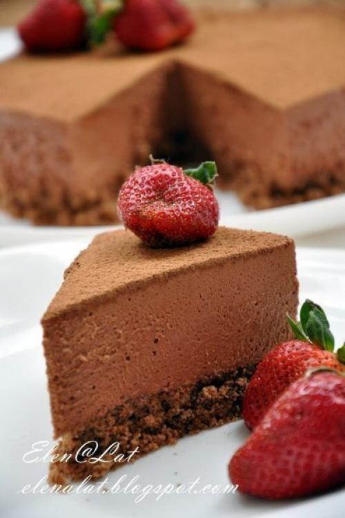Минус этого торта в том, что его ешь, ешь, ешь, и с каждым кусочком, наслаждаешься и наслаждаешься, уходишь в нирвану. Этот торт, как хорошее, дорогое мороженое. Для все шокоголиков просто рай с каждо...