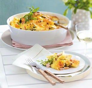 Das Rezept für Tortellini-Auflauf mit Schinken-Sahne-Soße und weitere kostenlose Rezepte auf LECKER.de