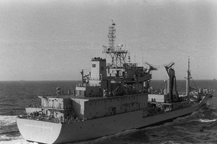 O NT Almirante Gastão Motta, participando de exercícios conjuntos com a Marinha dos Estados Unidos. (foto: USN)