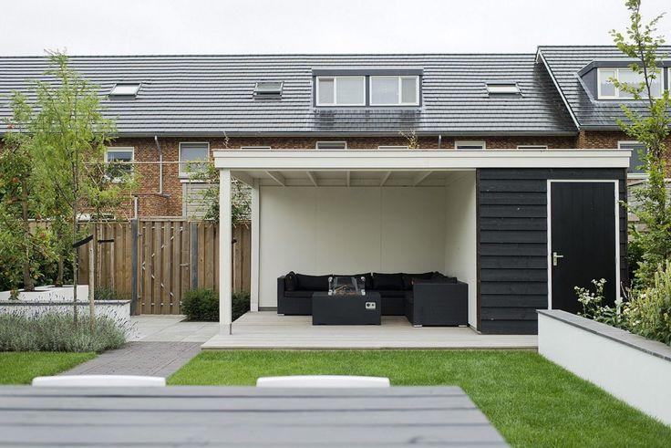 Kindvriendelijke tuin met bergruimte en veranda in Zwolle. Kijk op Walhalla.com voor meer inspiratie!