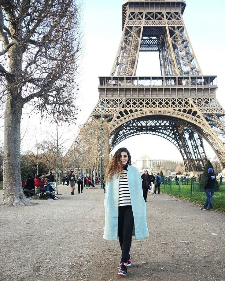 "56 Me gusta, 2 comentarios - Beauty Brunch (@beautybrunchblog) en Instagram: ""New obsession... Baby blue coat 💙 #París #walk #coat #babyblue #streetstyle #winter #view blogger…"""