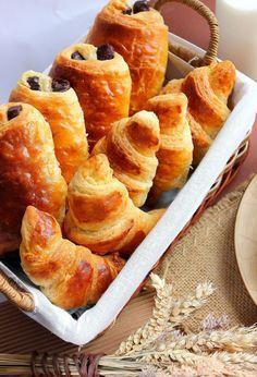 Pains au chocolat & croissants fourrés aux amandes Illustrations look good, but need English translation for ingredients