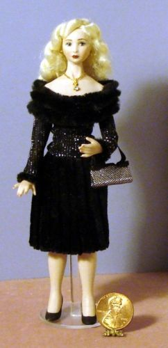 DHM-OOAK-PORCELAIN-MODERN-BLONDE-DRESSED-FOR-A-PARTY-FROM-STACY-HOFMAN-MOLD