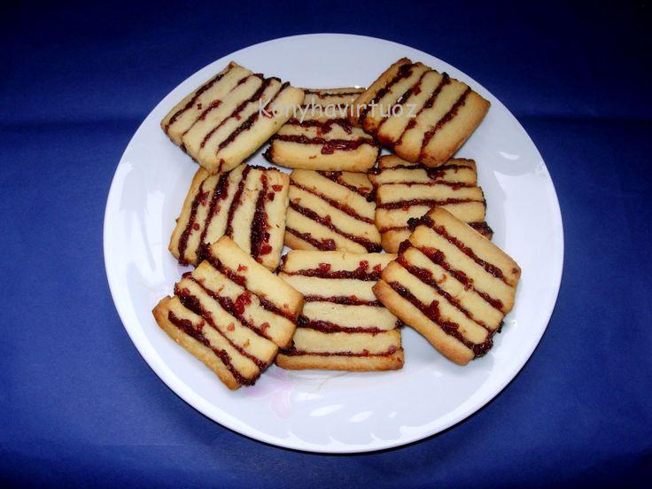 Régóta tervben volt már ez a keksz, amit több helyen is olvastam ( Kicsi Vúnál , Yasmine-nál , Mohánál ). Én Moha receptjét követtem, de ké...