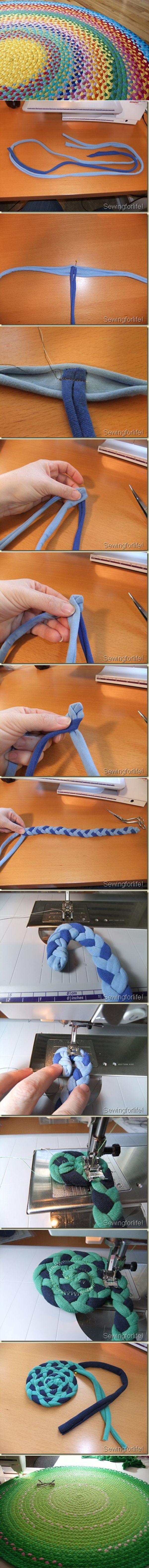 Esse tutorial da Pinterest sobre o tapete trançado com sobras de malha é bem legal. Essas fios podem ser feitos tanto de camisetas velhas,ou retalhos de malhas, ou podem ser comprados em rolos em…