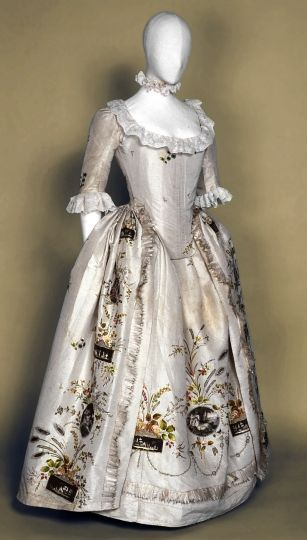 Robe à l'anglaise, ca. 1787, France, Silk, gold thread embroidery, silver glittering spangles, embroidered and painted motifs after Angelica Kauffmann on appliqué taffeta medallions.