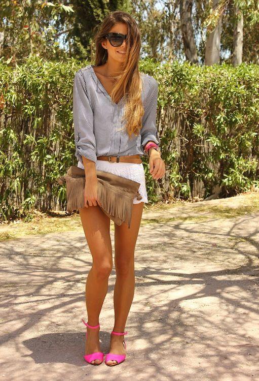 Camisa rayada: Zara  Shorts crochet: H  Sandalias flúor: Zara  Bolso de flecos: Stradivarius