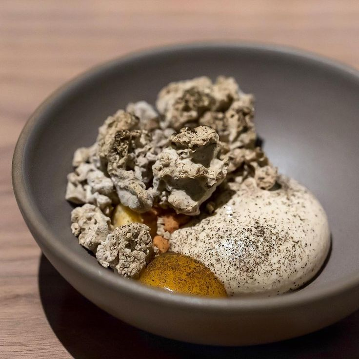 160 degee royal milk tea crisps and ice cream, milk jelly, miyasaki mango purée - Crony, Tokyo (2017.05) #missneverfull_tokyo #missneverfull_crony
