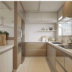 Uma cozinha atemporal.... By @ambientalizearquitetura #arquiteturadeinteriores #cozinha #arquitetura #archdecor #archdesign #archlovers #interiores #instahome #instadecor #instadesign #design #detalhes #produção #decoreseuestilo #decor #decorando #decordesign #luxury #decorlovers #decoração #homestyle #homedecor #homedesign #decorhome #home #kitchen #cuisine #atemporal #revestimento #decoracaodeinteriores