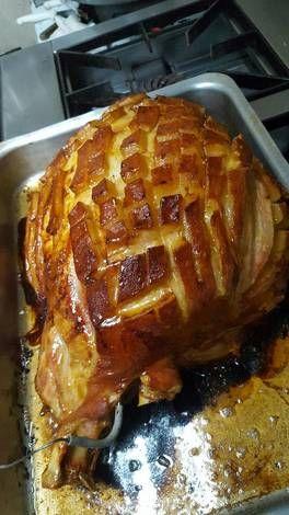 Pierna de cerdo al horno con salsa de miel y mostaza