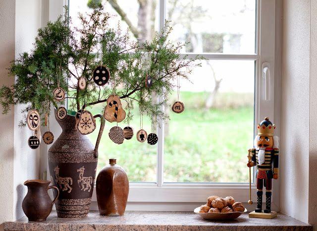 Weihnachtsanhänger aus Holzscheiben