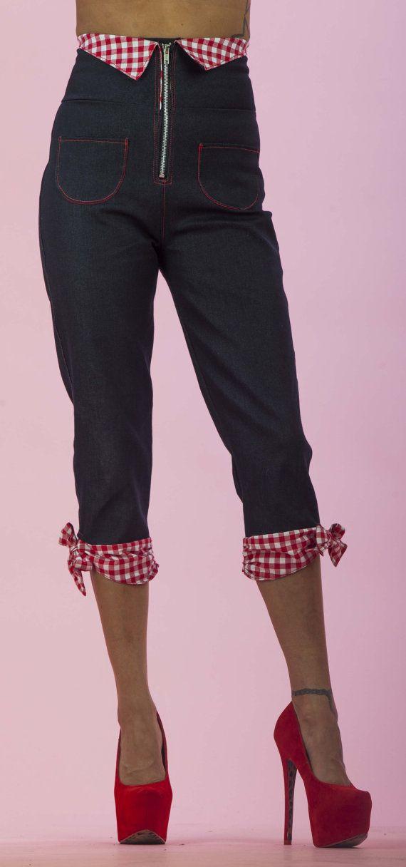 Pantalon de Capri taille haute Vichy rouge/blanc par PinkyPinups, $54.00